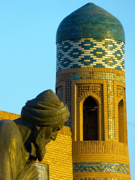 Statue al-Khwārizmīs in Xiwa, Usbekistan.